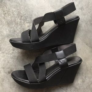 Cliffs by White Mountain Wedges Black